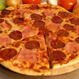 Pizza Prosciutto Funghi Salami